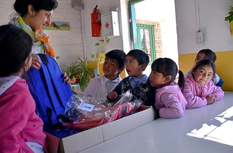 Donación de kits escolares a escuela rurales de Catal Lil y Huiliches